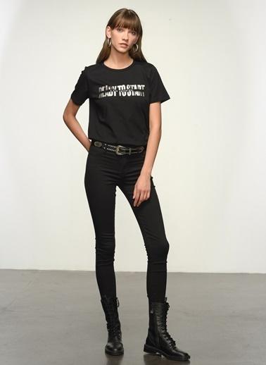 NGSTYLE Kadın Varak Baskılı  Tişört NGKSS21TS0062 Siyah